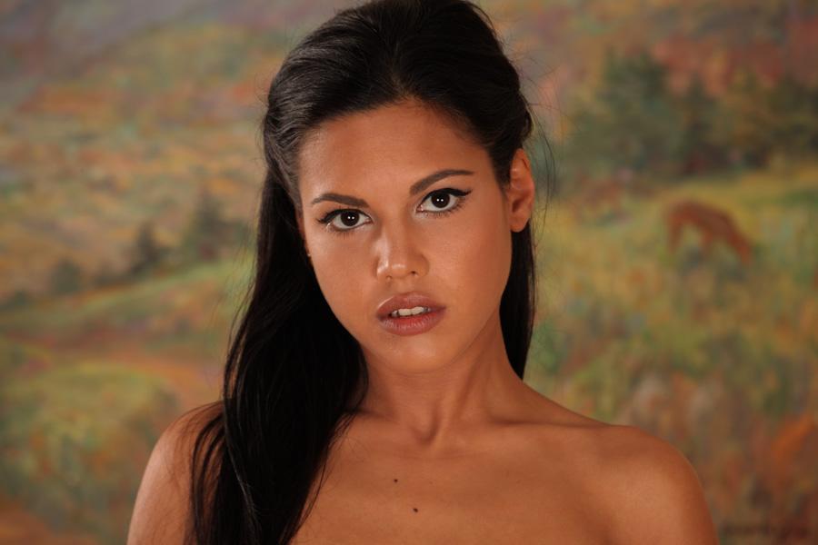 Бурные эротические фантазии молодой латинки