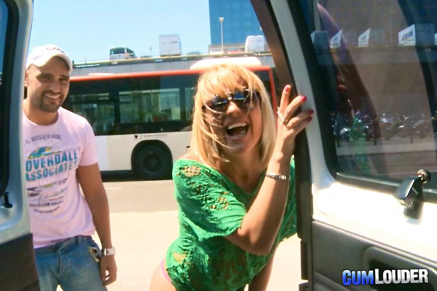 Соблазн трахнуться в автобусе наслаждения